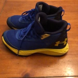 Boys under armor basketball sneakers size 4